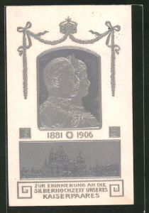 Präge-AK Karte zur Silberhochzeit des Kaiserpaares 1881-1906, Auguste Victoria & Wilhelm II. im silbernen Reliefporträt