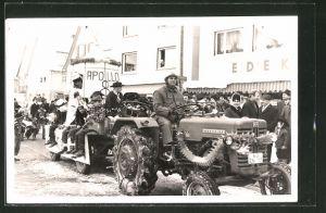 Foto-AK Karnevalsumzug mit McCormick-Traktor