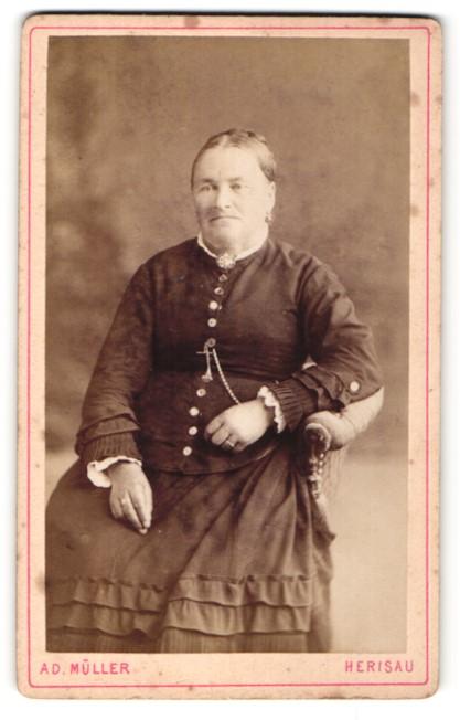 Fotografie Ad. Müller, Herisau, Portrait Dame in Kleid