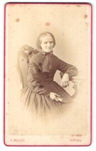 Fotografie A. Müller, Herisau, Portrait ältere Dame in Kleid mit Haube