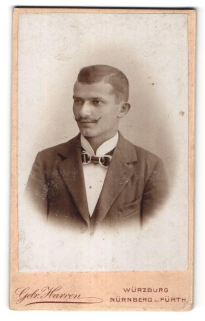 Fotografie Gebr. Harren, Würzburg, Nürnberg, Fürth, Portrait junger Herr mit Oberlippenbart