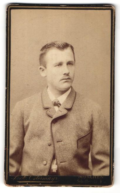 Fotografie F. X. Ostermayr, München, Portrait junger Herr in Anzug