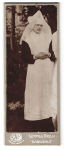 Fotografie Leopold Orelli, Landshut, Portrait Nonne in Ornat, Ordensschwester, Novizin
