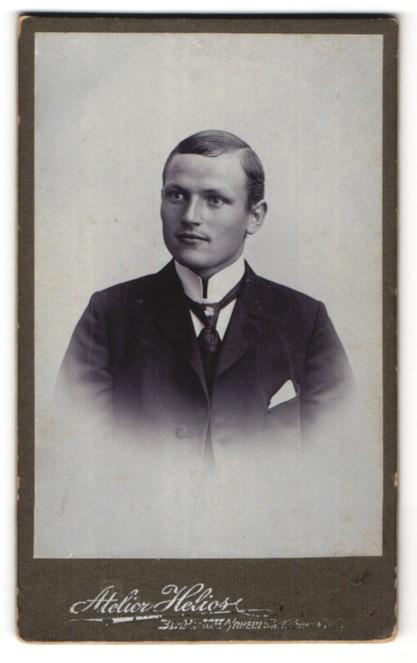 Fotografie Atelier Helios, Biebrich, Portrait bürgerlicher junger Herr
