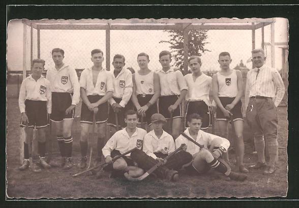 Foto-AK Feld-Hockey-Team beim Mannschaftsfoto vor einem Tor
