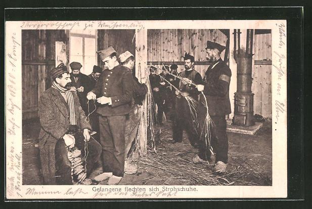 AK Kriegsgefangene flechten sich Strohschuhe