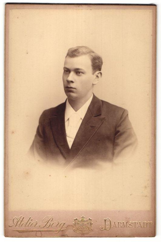 Fotografie Atelier Berg, Darmstadt, Portrait bürgerlicher junger Herr