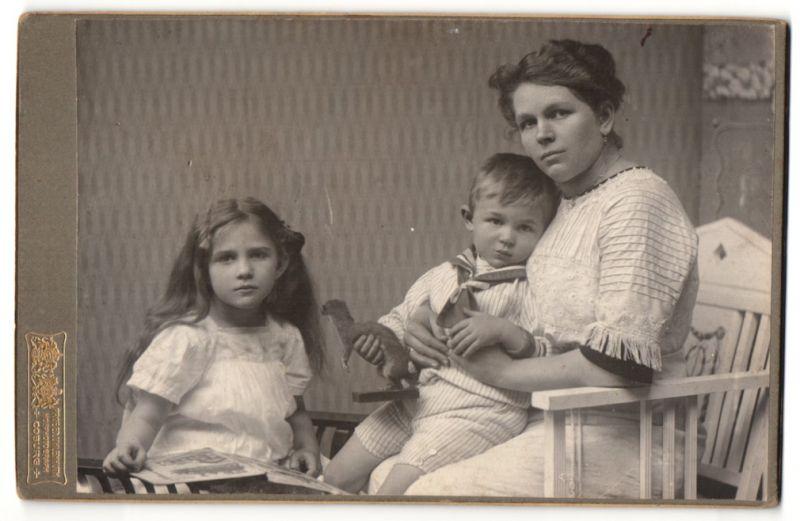 Fotografie Prof. Ed. Uhlenhuth, Coburg, Portrait Mutter mit Tochter und Sohn