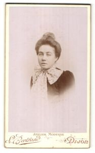 Fotografie L. Bertrand, Dijon, Portrait Fräulein mit Hochsteckfrisur