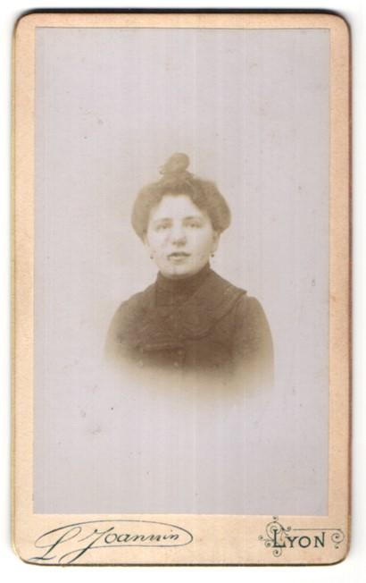Fotografie L. Joannin, Lyon, Portrait Dame mit Hochsteckfrisur