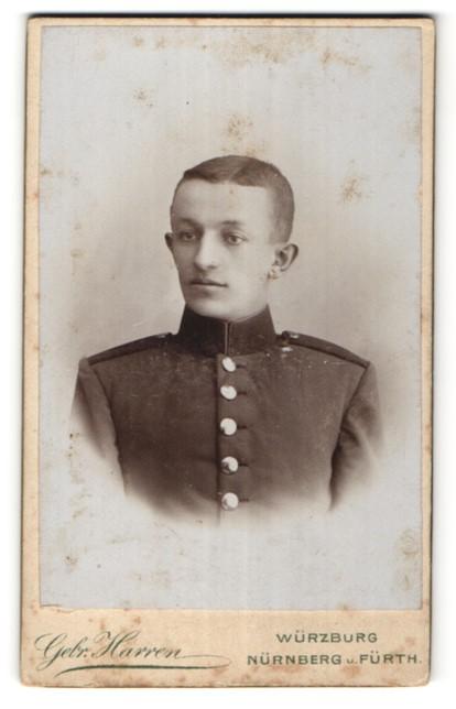 Fotografie Gebr. Harren, Würzburg, Portrait junger dunkelhaariger Soldat in Uniform