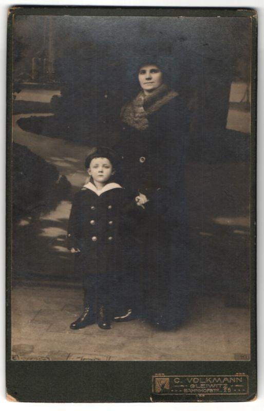 Fotografie C. Volkmann, Gleiwitz, Portrait Frau mit Kind, Mutter und Sohn