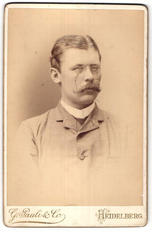 Fotografie G. Pauli & Co., Heidelberg, Portrait bürgerlicher Herr mit Schmissen und Zwicker
