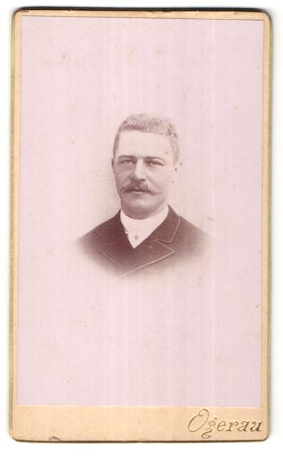 Fotografie Ogerau, Paris, Portrait Herr mit Schnauzbart
