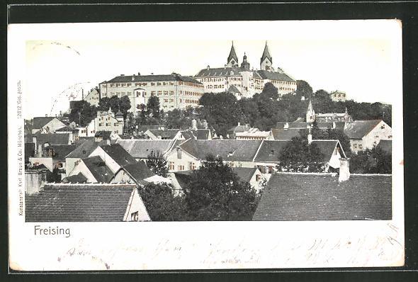 Goldfenster-AK Freising, Teilansicht der Stadt, Gebäude mit leuchtenden Fenstern