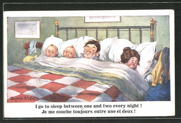 Künstler-AK Donald McGill: Familie mit 2 Babies schläft zusammen in einem Bett