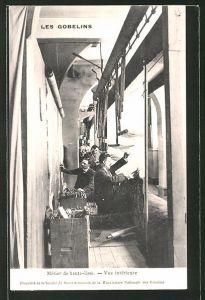 AK Les Gobelins, Métier de haute-lisse, Vue intérieure, Teppichknüpfer bei der Arbeit