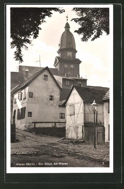 AK Waren-Müritz, In der Mauerstrasse mit der St. Marienkirche, Ein Stück Alt-Waren