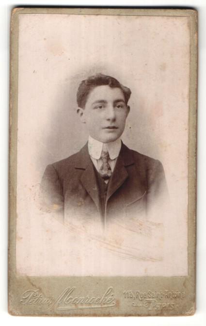 Fotografie Pétrus Monroché, Paris, Portrait eleganter junger Mann