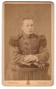 Fotografie M. Lalande, Puteaux, Portrait Soldat in Uniformmantel