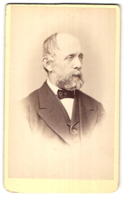 Fotografie A. Tronel, Schaffhouse, Portrait betagter Herr mit Bart