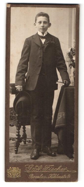 Fotografie G. A. Fischer, Breslau, Portrait Knabe in festlichem Anzug