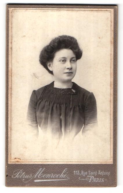 Fotografie Petrus Monroché, Paris, Portrait junge Dame mit Hochsteckfrisur