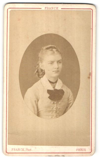Fotografie Franck, Paris, Portrait Fräulein mit zeitgenöss. Frisur
