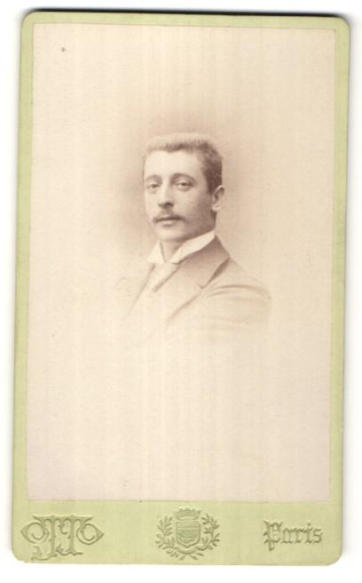 Fotografie Otto, Paris, Portrait Herr mit Bürstenhaarschnitt