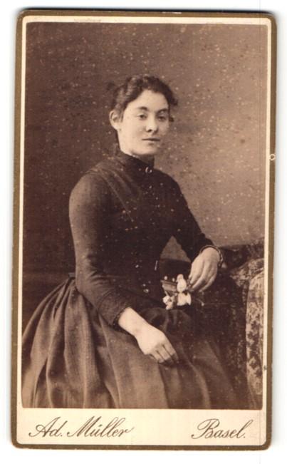 Fotografie Ad. Müller, Basel, Portrait junge Frau in Kleid