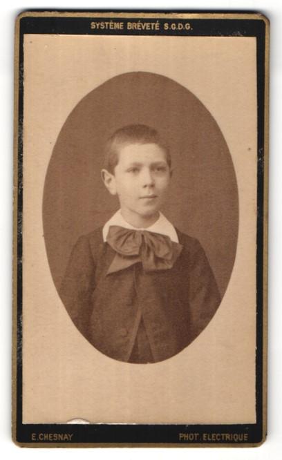 Fotografie E. Chesnay, Dijon, Portrait Knabe in feierlicher Kleidung