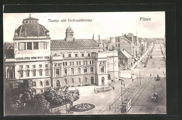 AK Pilsen, Theater und Ferdinandstrasse aus der Vogelschau, Strassenbahn
