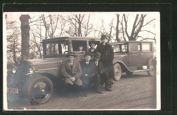 Foto-AK Sechs Herren mit Opel, Auto
