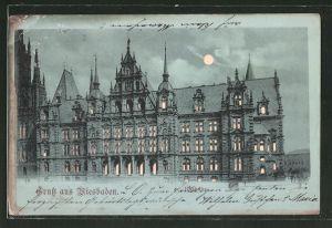 Mondschein-AK Wiesbaden, Rathaus, Halt gegen das Licht: beleuchtete Fenster