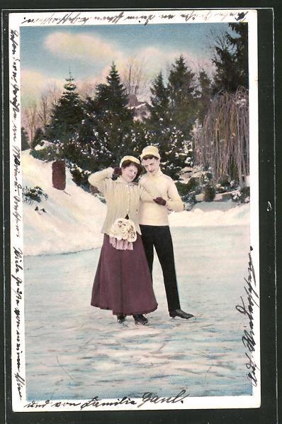AK Paar mit Schlittschuhen auf dem Eis