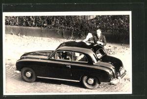 Foto-AK Herr mit Borgward, Auto
