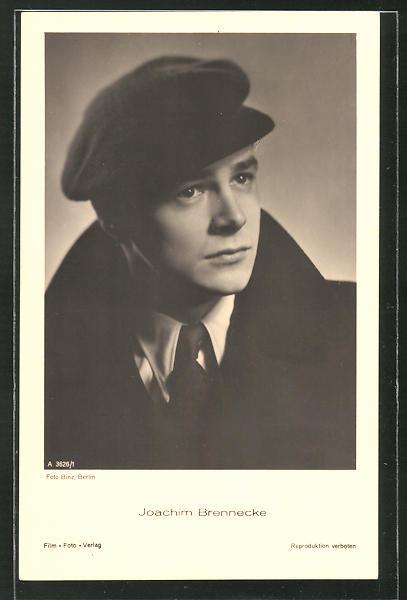 AK Schauspieler Joachim Brennecke im Anzug mit Mütze