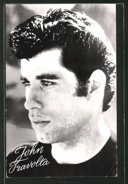 AK Schauspieler John Travolta im schwarzen T-Shirt zur Seite blickend