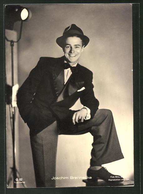 AK Schauspieler Joachim Brennecke im Anzug mit Hut 0