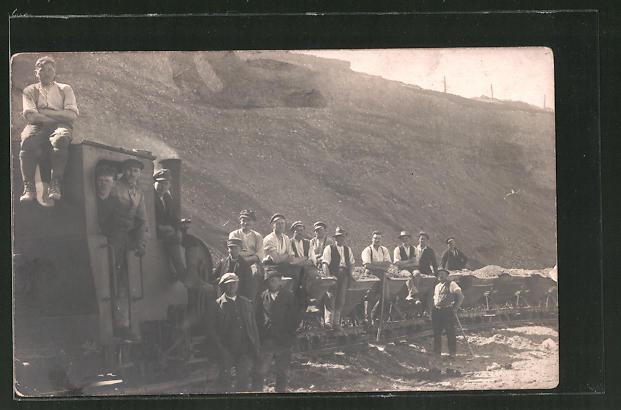Foto-AK Arbeiter in Bergbau mit Kleinbahn