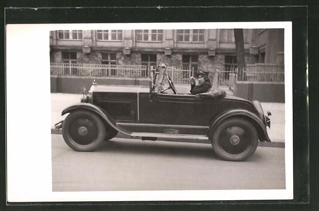 Foto-AK junge Dame in Opel-Zweisitzer, Auto