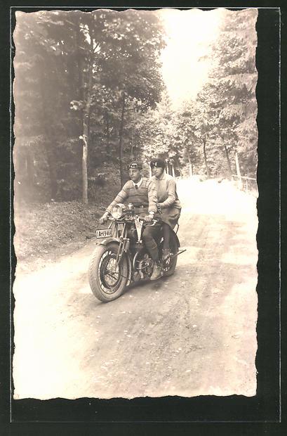 Foto-AK Paar auf dem Motorrad FN