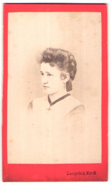 Fotografie Langsfeld, Kaposvar, Portrait schönes junges Fräulein mit Flechtfrisur