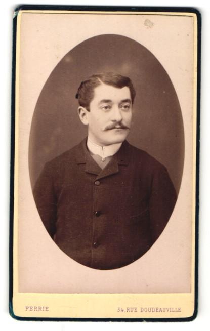 Fotografie Ferrie, Paris, Portrait Herr mit zeitgenöss. Frisur