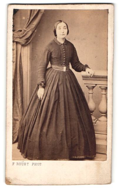 Fotografie F. Rouet, Montpellier, Portrait Dame in zeitgenöss. Mode
