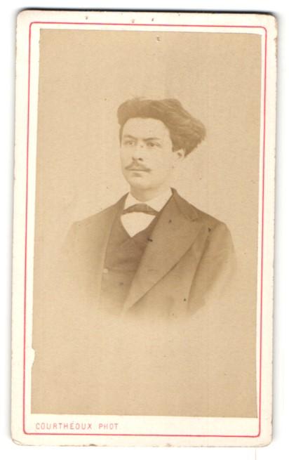 Fotografie Courthéoux, Paris, Portrait Herr mit zeitgenöss. Frisur