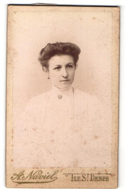 Fotografie A. Naviel, Ile St. Denis, Portrait Dame mit Hochsteckfrisur