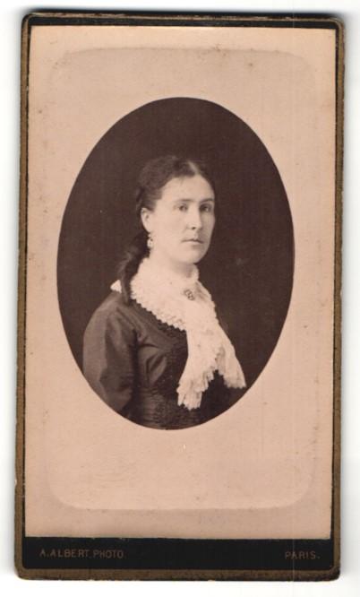 Fotografie A. Albert, Paris, Portrait Dame mit zeitgenöss. Frisur