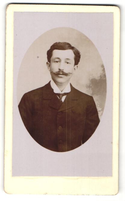 Fotografie A. Cevenart, Meaux, Portrait bürgerlicher Herr mit Schnauzbart