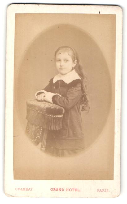 Fotografie Chambay, Paris, Portrait kleines Mädchen mit langem Haar